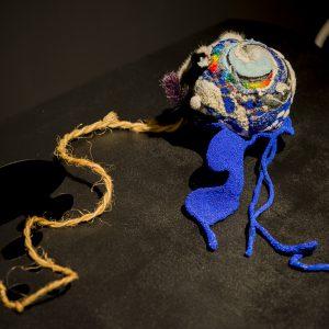そらのめ 2016/布、ビーズ、スパンコール、毛皮、糸、縄/φ:30.0 × W:123cm